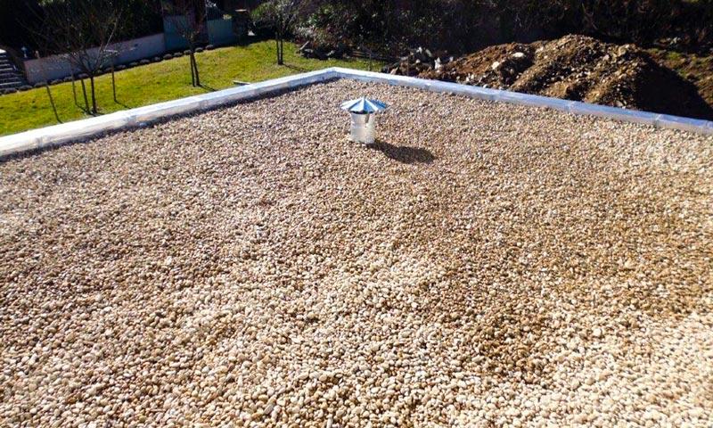 MJS pose d'étanchéité en gravillons sur un toit non-circulable